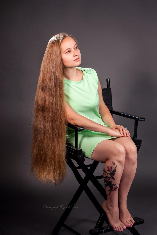Фотосессия девушки с длинными волосами